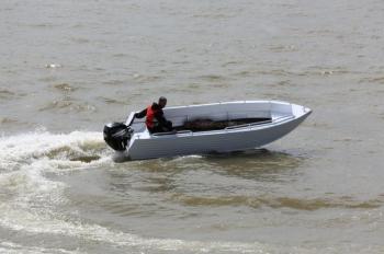 алюминиевая моторная лодка trident 450 Trident